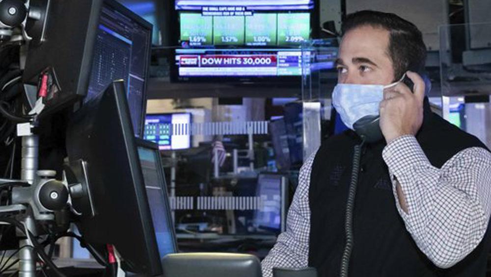 Dow Climbx 603, Nasdaq Moves Up 396