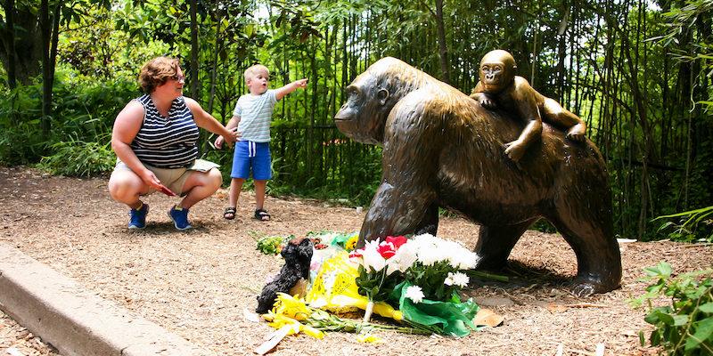 harambe-gorilla-statue
