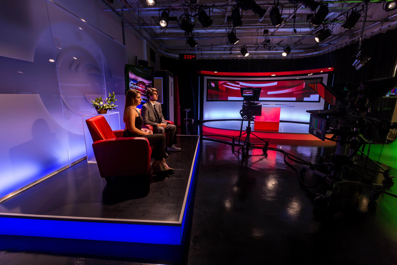 Inside A High School Tv Newsroom Marketshare